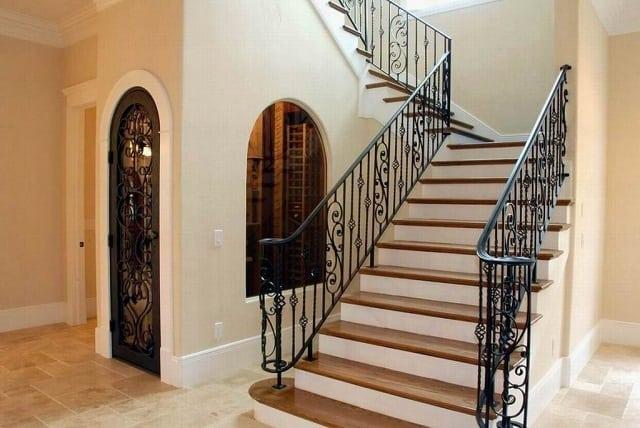 Lan can cầu thang có thể cải tạo nhiều kiểu và bằng các chất liệu khác nhau như bằng gỗ, inox, kính cường lực,..