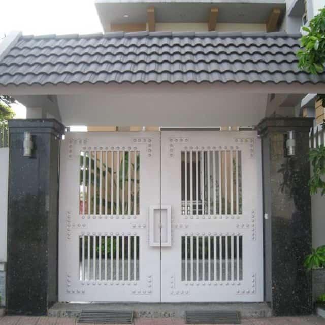 Cửa cổng sau khi cải tạo trở nên thoáng đãng hơn, hoành tráng hơn