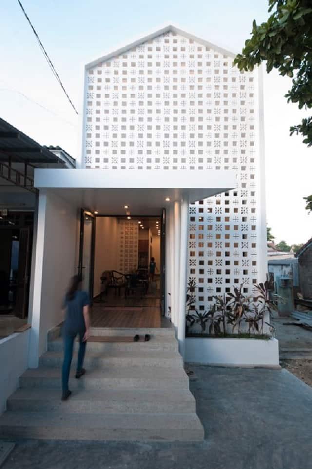 Một ngôi nhà cấp 4 sau khi được cải tạo với hình dáng rất hiện đại và mang nhiều yếu tố thẩm mỹ