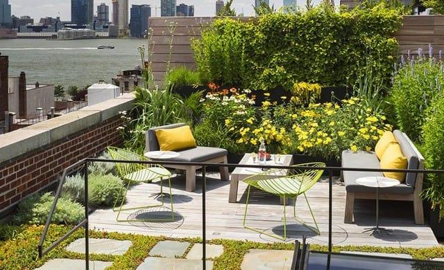 Mẫu sân thượng kết hợp sân vườn
