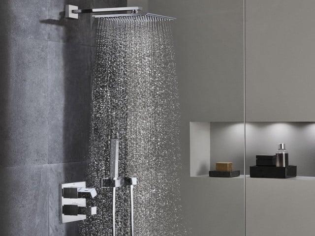 Sử dụng vòi sen trong thiết kế nhà tắm