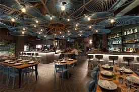 Mẫu thiết kế nhà hàng gây ấn tượng bởi phong cách độc đáo trên trần nhà