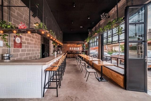 Phong cách nhà hàng được thiết kế phóng khoáng với những chi tiết gần gũi, tự nhiên