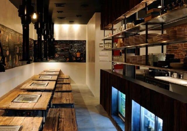 Nhà bếp được thiết kế theo phong cách đơn giản, gần gũi và gần với bàn ăn của thực khác