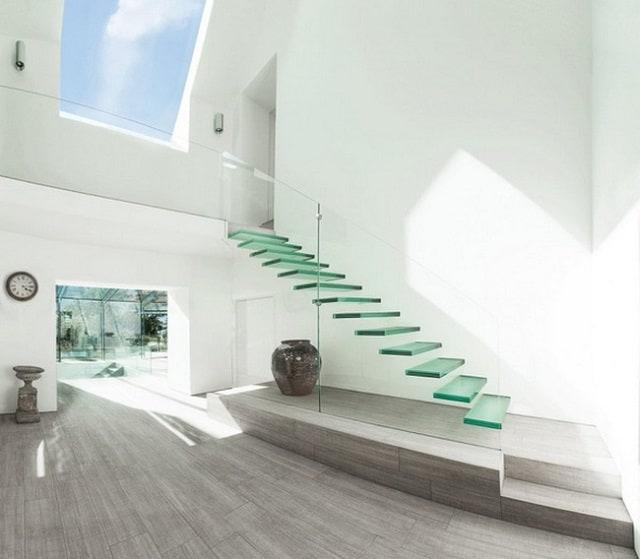 Cầu thang có thiết kế như hình trái trứng độc lạ, an toàn