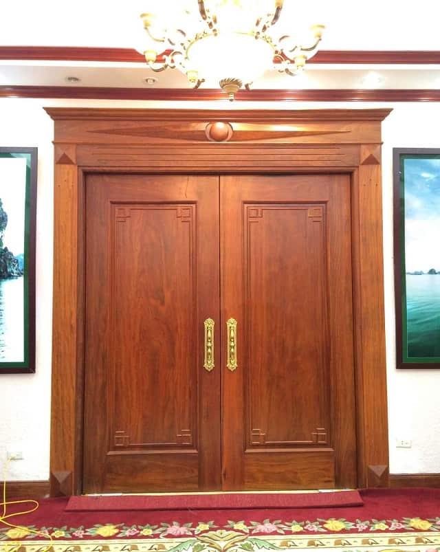 Mẫu cửa ra vào kiểu cổ điển