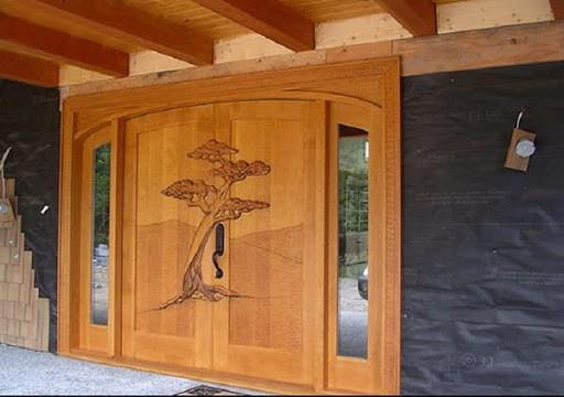 Trồng cây cảnh 2 bên cửa ra vào để tạo sự tươi mới