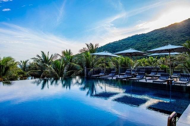 33 mẫu thiết kế hồ bơi đẹp ấn tượng nhất 31