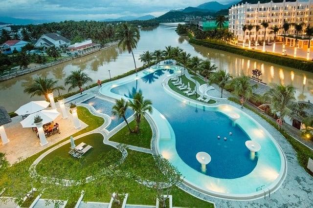 33 mẫu thiết kế hồ bơi đẹp ấn tượng nhất 17