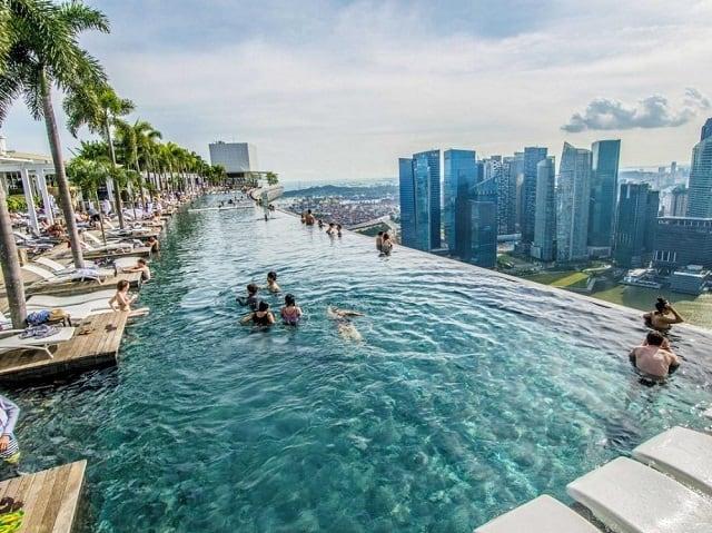 33 mẫu thiết kế hồ bơi đẹp ấn tượng nhất 25