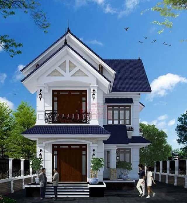 Nhà 2 tầng mái thái xây dựng trên lô đất hình vuông