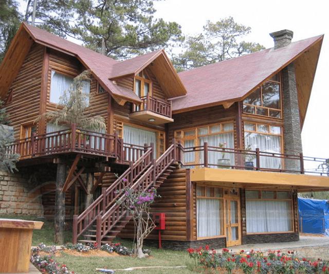 Nhà gỗ với lối kiến trúc cổ điển vô cùng vững chắc