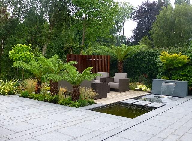 Mẫu sân vườn ấn tượng với chỗ ngồi và lối đi độc đáo