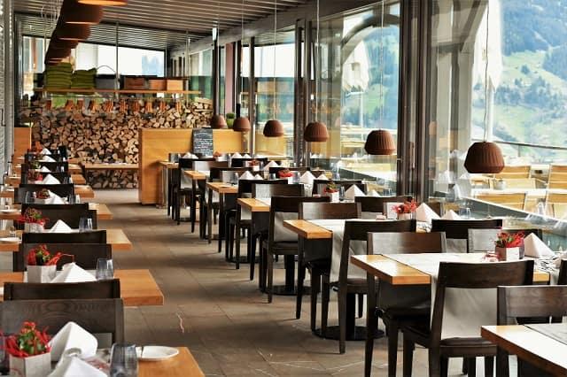 Mẫu thiết kế nhà hàng chú trọng vào sự đơn giản, mộc mạc nhưng vẫn mang đến sự tinh tế