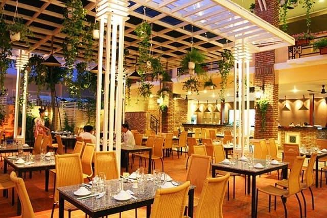Phong cách thiết kế của nhà hàng mang dáng vẻ hiện đại, tinh tế và rất sang trọng