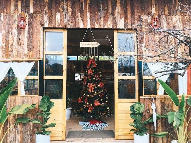 Chất liệu gỗ cùng với yếu tố thiên nhiên làm Homestay trở nên thân thiện và mang nét đẹp riêng của mình