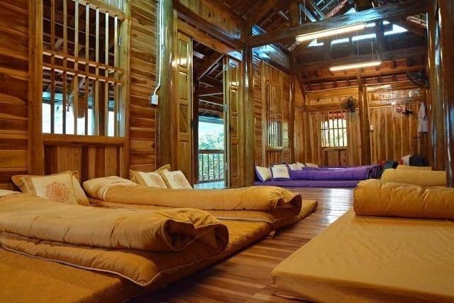 Cách trang trí phòng nghỉ của Homestay có cảm giác như bạn đang ở trong những ngôi nhà cổ mang phong cách phương Đông ngày xưa