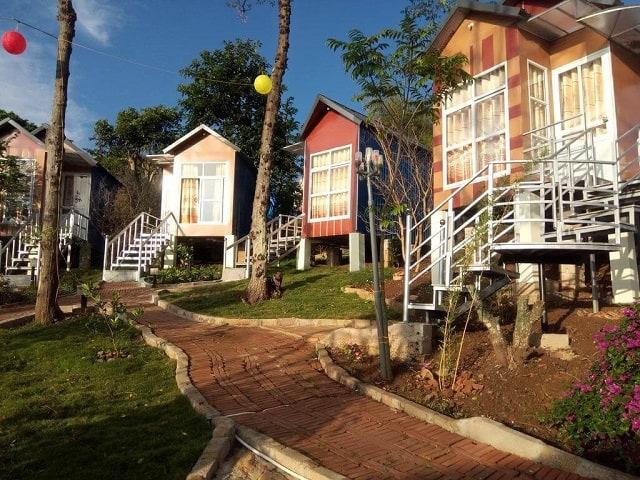 Homestay được thiết kế thành từng khu nhà nhỏ riêng biệt với đầy đủ tiện nghi