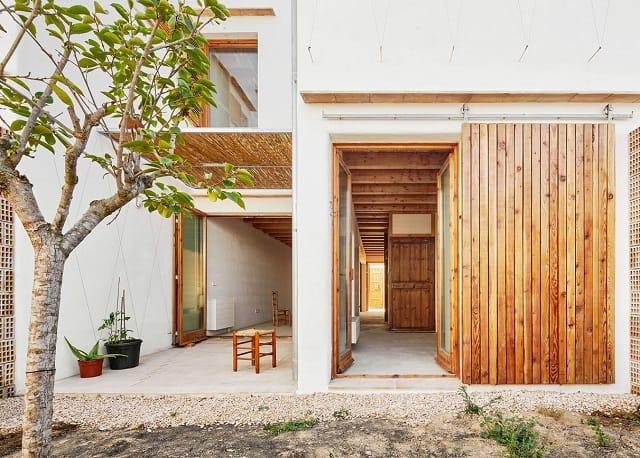 Mẫu Homestay được thiết kế đơn giản với những chi tiết bằng gỗ mộc mạc