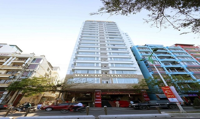 Mẫu khách sạn nhỏ được thiết kế nhiều phòng với khung cửa sổ lớn tạo sự thông thoáng