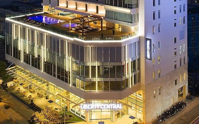 Khách sạn khi nhìn từ trên xuống mang một vẻ đẹp sang trọng, lộng lẫy và không trộn lẫn vào bất cứ mẫu thiết kế nào khác