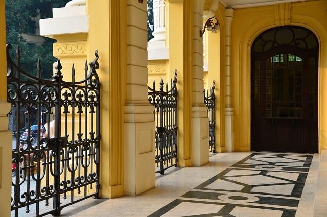 Xây dựng cổng, hàng rào bao quanh nhà