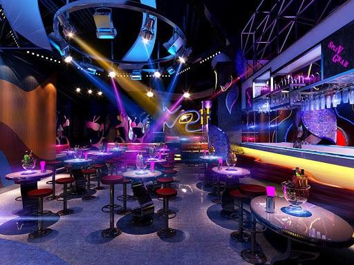 Không gian trong quán Bar tạo điểm nhấn với khách hàng bởi hệ thống ánh sáng và nội thất