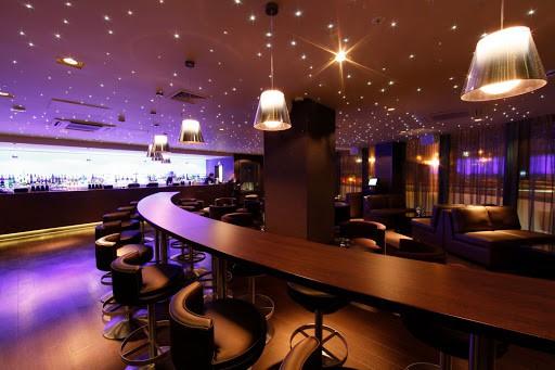 Không gian trong quán Bar không làm khách hàng cảm thấy nhàm chán