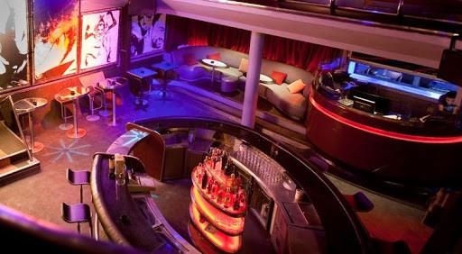 Quán Bar thiết kế với không gian ngoài trời cùng những món nội thất ấn mang vẻ đẹp tự nhiên