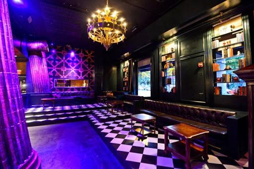 Không gian quán Bar được thiết kế nhỏi nhắn và xinh xắn
