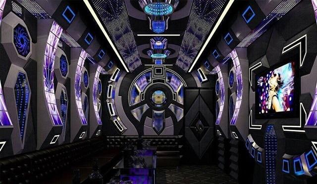 Thiết kế phòng Karaoke lớn với nhiều chiếc sofa đơn đã tạo hiệu ứng thẩm mỹ hoàn hảo cho căn phòng