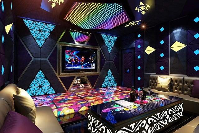 Phong cách cổ điển trong phòng Karaoke này chú trọng đến yếu tố sang trọng, đẳng cấp