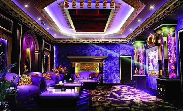 Phòng Karaoke là sự sắp đặt hài hòa, tính tế giữa những món đồ nội thất mang phong cách quý tộc