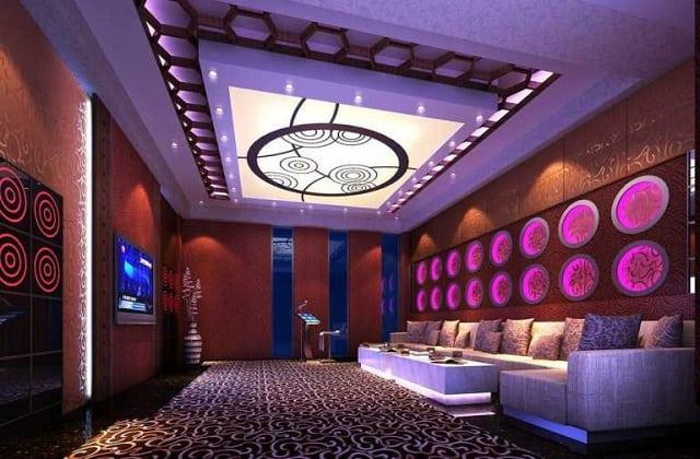 Bộ sofa trong phòng Karaoke được lựa chọn đơn giản để phù hợp với diện tích phòng