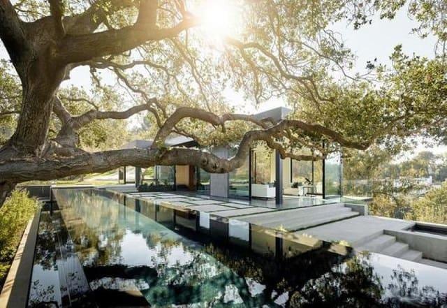 Phong cách thiết kế nhà ở sang chảnh, thể hiện sự bề thế của gia chủ