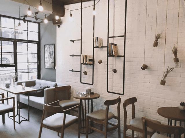 Phong cách quán café cổ với những món vật dụng mang dấu tích của năm tháng xa xưa cũng là một ý tưởng không tệ
