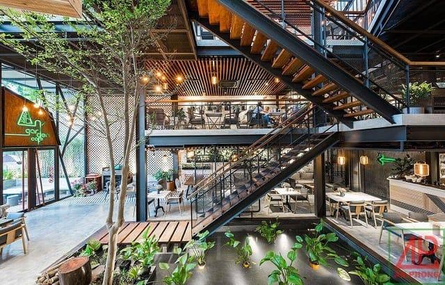 Phong cách thiết kế trong quán café chú trọng đến sự đơn giản, điểm tô bởi những chi tiết ấn tượng
