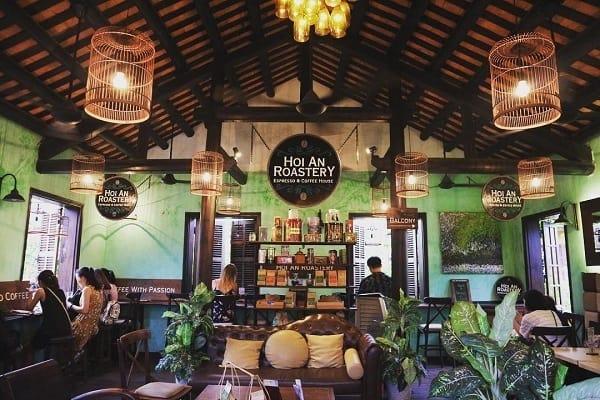 Mẫu thiết kế quán café này mang đến cho thực khách những cảm nhận tốt nhất về sự thoáng mát và dễ chịu