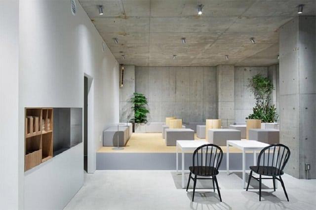 Không gian trong quán café được thiết kế theo phong cách mộc mạc, hoài cổ nhằm mang đến sự thoải mái nhất cho khách hàng