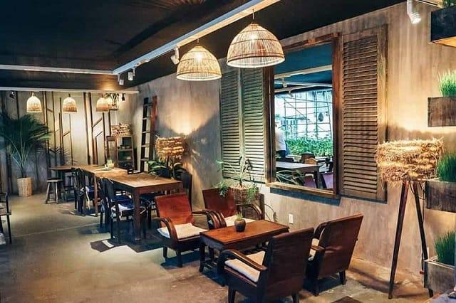 Phong cách thiết kế quán café độc đáo với những hàng ghế nối dài