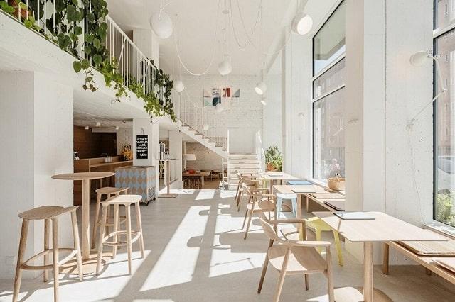 Quán café được thiết kế theo hình thức mới nhất hiện tại, tập trung vào sự đơn giản và tinh tế