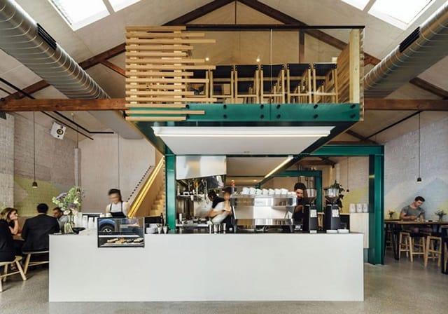 Mẫu thiết kế quán café là sự kết hợp độc đáo giữa các phong cách thiết kế ấn tượng, sử dụng linh hoạt các chất liệu