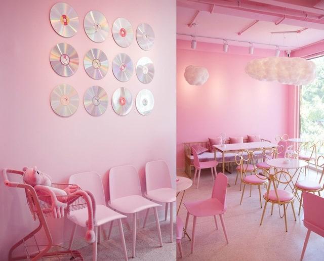 Quán trà sữa với tất cả không gian được trang trí màu hồng ngọt ngào rất nổi bật