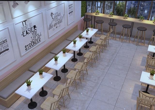 Phong cách trang trí quán trà sữa tận dụng tông màu trắng – hồng cùng ánh đèn điện tạo sự thoáng nhẹ nhàng, tinh tế.