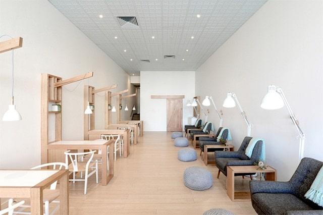 Không gian của tiệm Nail được thiết kế theo phong cách hiện đại với những chi tiết độc đáo, sáng tạo.