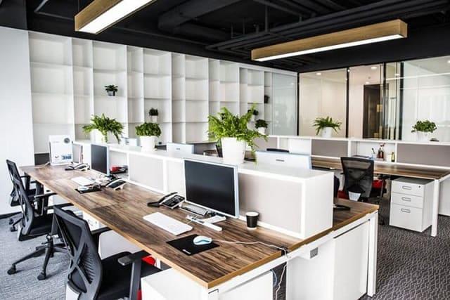 Phòng làm việc được thiết kế ấn tượng với nhiều món phụ kiện độc đáo