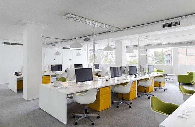 Không gian văn phòng được thiết kế ấn tượng với những món nội thất đơn giản, tinh tế