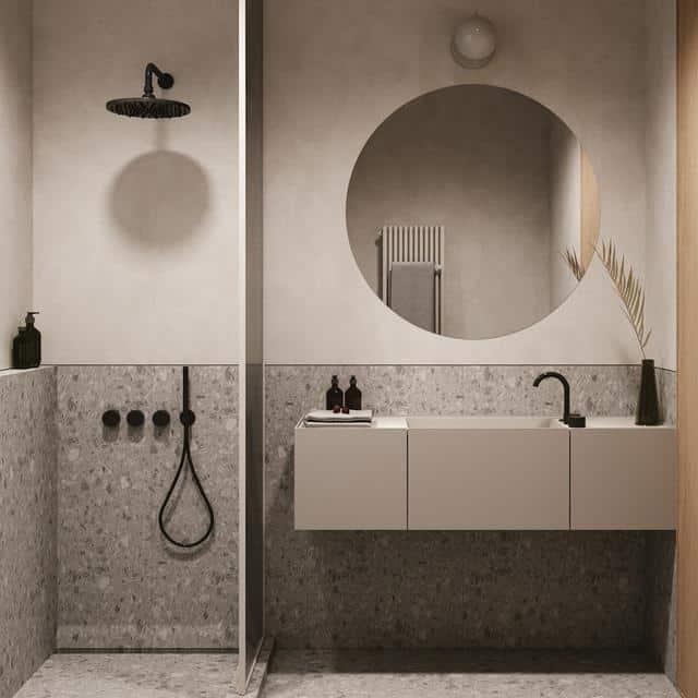 Phòng vệ sinh ốp gạch sạch sẽ, bố trí gọn gàng
