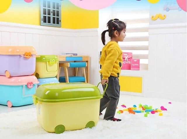 Chuẩn bị thùng đựng đồ chơi cho con cái