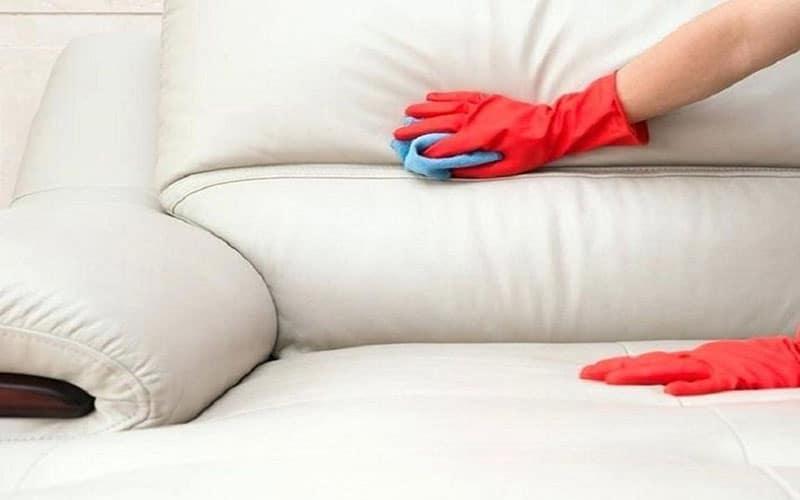 Dùng cồn để làm sạch bàn ghế sofa